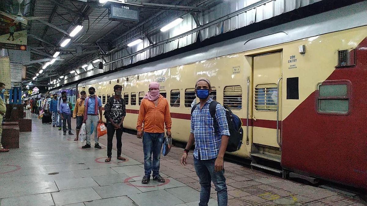 Indian Railways/IRCTC News: दो घंटे से कम समय में डेढ़ लाख टिकटों की बुकिंग, करीब ढाई लाख यात्री करेंगे सफऱ
