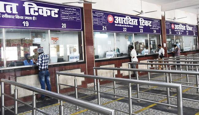 पटना जंक्शन पर खुले रेलवे आरक्षण काउंटर, ...जानें क्या हैं रेल यात्रा, टिकट वापसी और खानपान के नियम