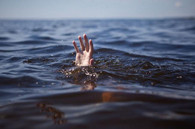 बाढ़ के पानी में दस डूबे, छह लोगों की मौत, पूर्वी चंपारण में चौर में डूबे दादा-पोता
