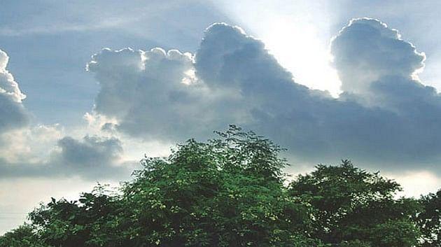 Bihar Weather Alert: बिहार में पछुआ हवा ने बढ़ायी गर्मी, जानें किन जिलों में आंधी और बारिश के आसार को देख जारी किया गया अलर्ट
