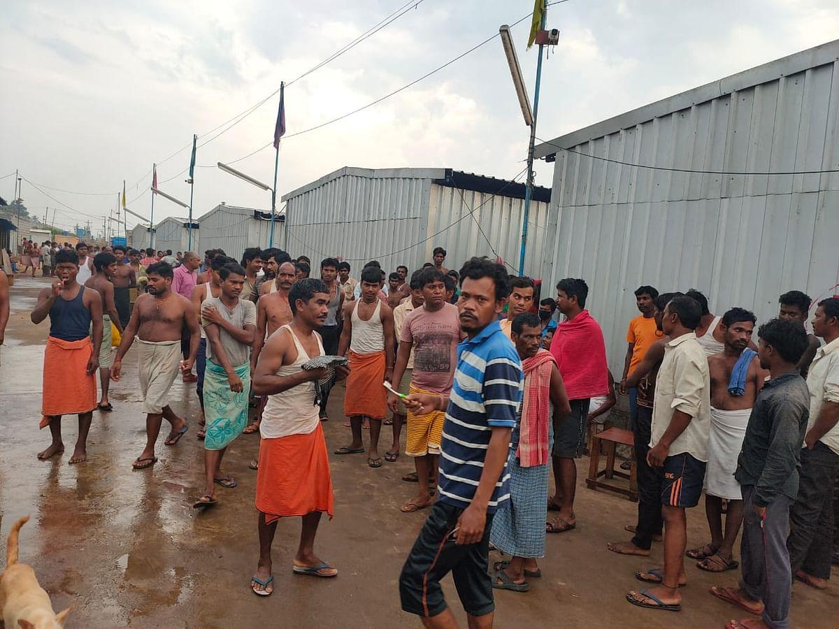Lockdown : आंध्रप्रदेश के विशाखापट्टनम में फंसे झारखंड के 700 मजदूर, सरकार से लगायी घर वापसी की गुहार