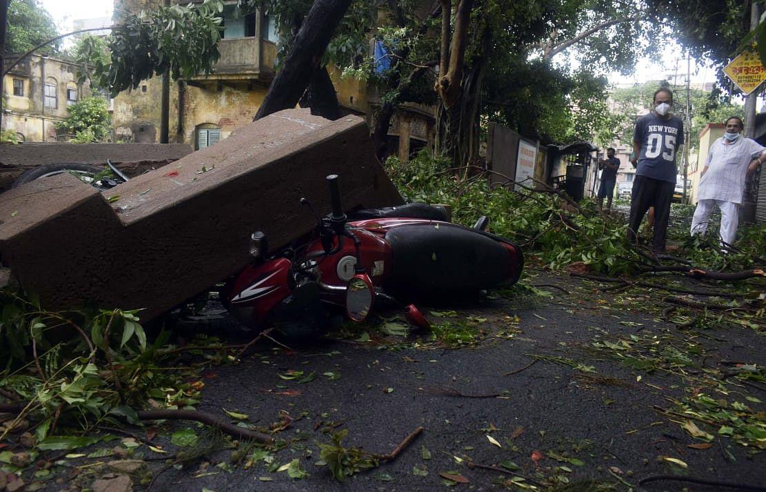 अम्फान से तबाह हुए बंगाल में ताउ ते चक्रवात कहां-कहां ला सकता है बर्बादी, लेटेस्ट अपडेट यहां पढ़ें