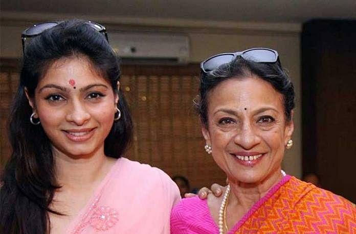 तनुजा ने जहां कई हिट फिल्में देकर लोग को अपना फैन बनाया, वहीं उनकी बेटी तनीषा मुखर्जी बॉलीवुड में कुछ खास सफलता प्राप्त नहीं कर पाईं. हालांकि, तनीषा ने कई फिल्मों में काम किया लेकिन सभी फ्लॉप फिल्मों की लिस्ट में शामिल रही.
