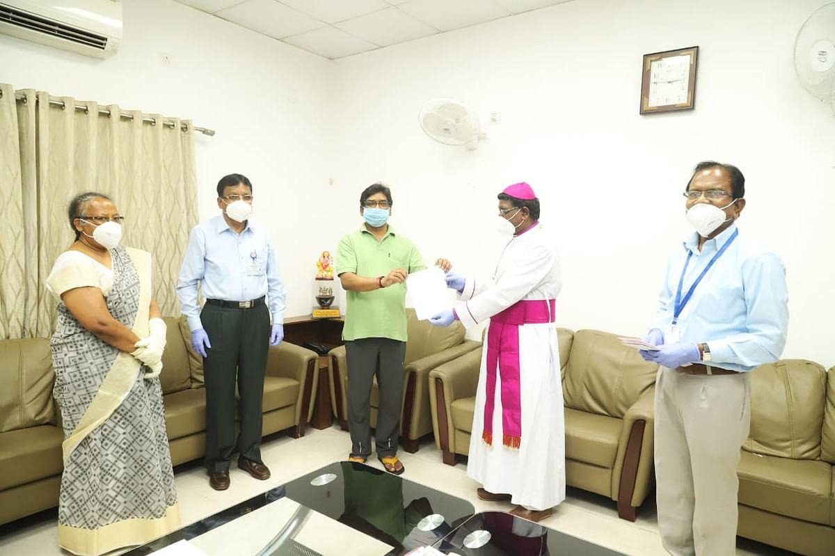 जीईएल चर्च केंद्रीय परिषद और सीएनआई ने मुख्यमंत्री राहत कोष में दिये 5-5 लाख रुपये