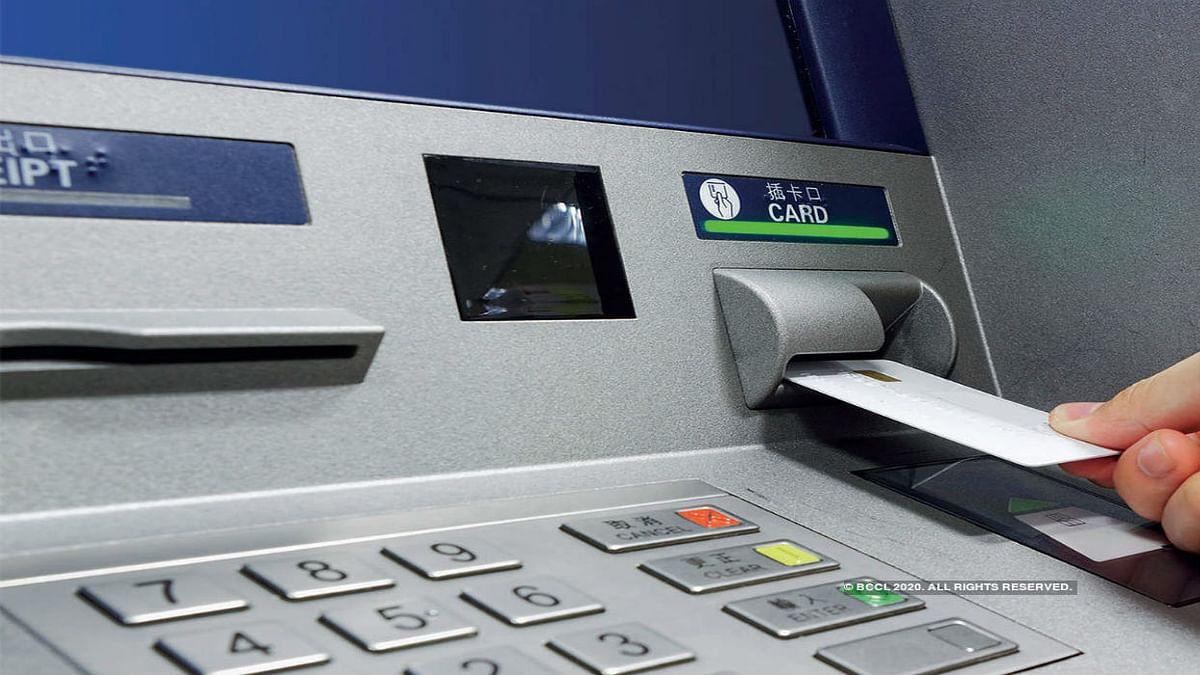 बैंक ग्राहकों को बड़ा झटका, आरबीआई ने बढ़ाया इंटरचेंज फीस, जानें आप पर क्या पड़ेगा असर