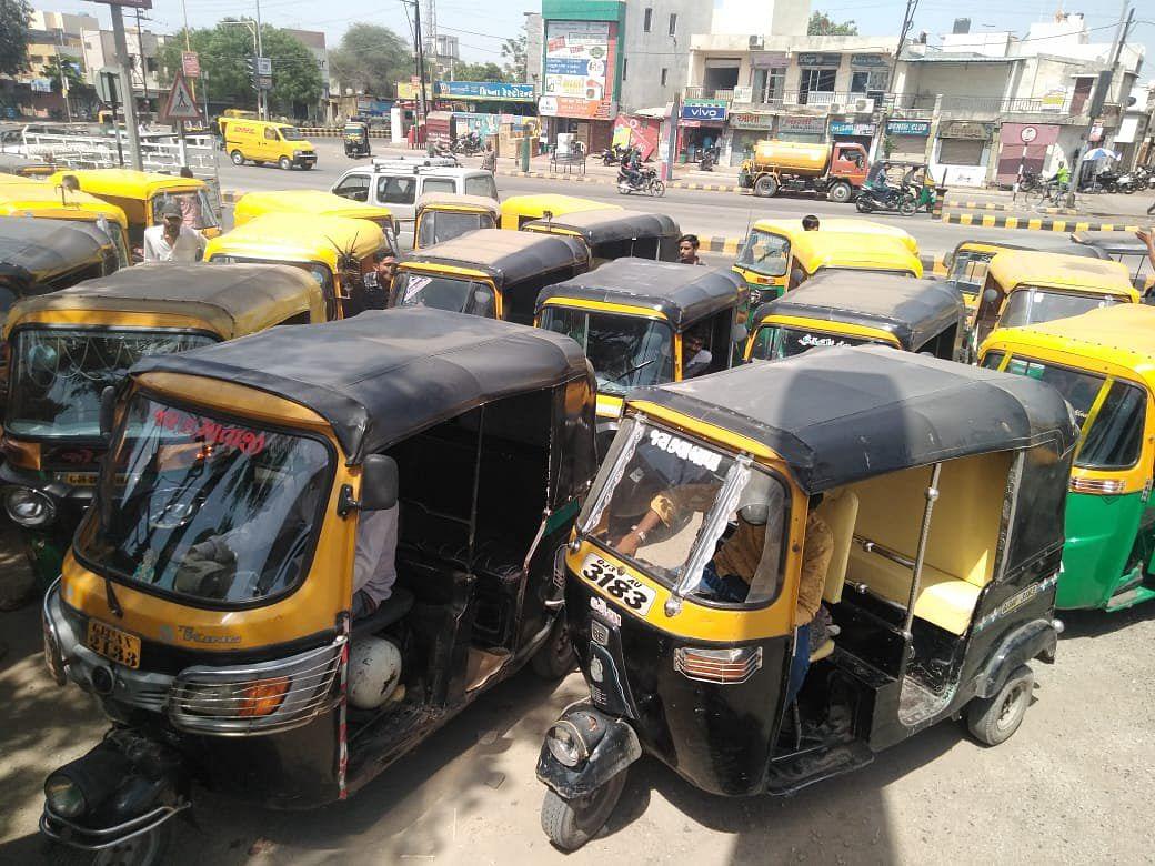 Bihar lockdown extension : पटना में अब 24 घंटे एक कॉल पर मिलेगी आटो व टैक्सी, इन नंबरों पर कर सकते हैं बुकिंग...