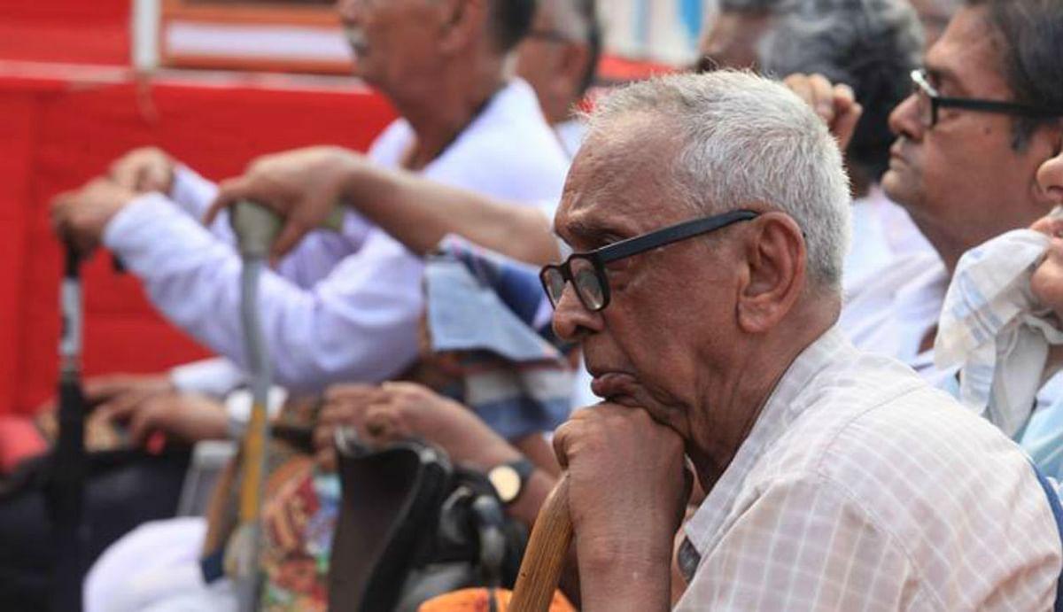 60 साल से अधिक उम्र वालों को एफडी कराने पर 6% तक मिल रहा ब्याज, बुजुर्गों के लिए खास स्कीम्स चला रहे ये बैंक...