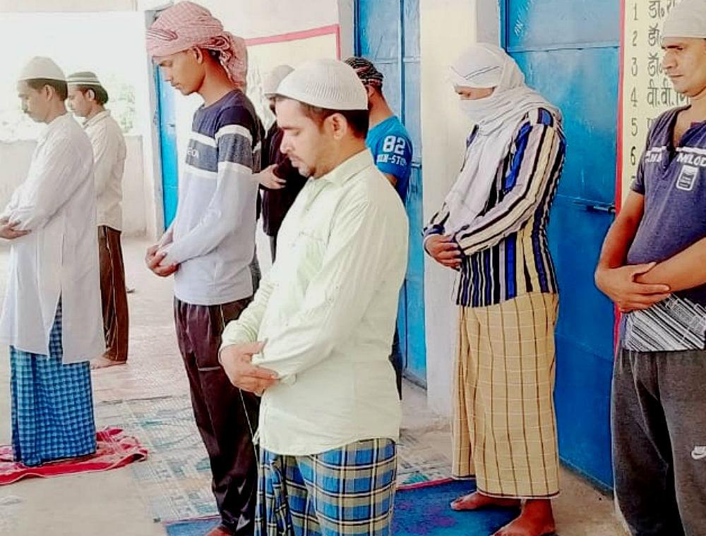 बड़कागांव में सादगी के साथ मनाया गया ईद, क्वारेंटाइन सेंटर में प्रवासी मजदूरों ने अता की नमाज