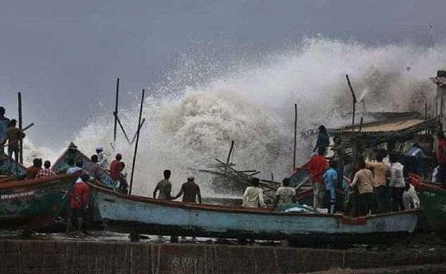 48 घंटे में महाराष्ट्र और गुजरात के समुद्री तटों से टकरा सकता है तूफान हिका, भारी नुकसान होने की आशंका
