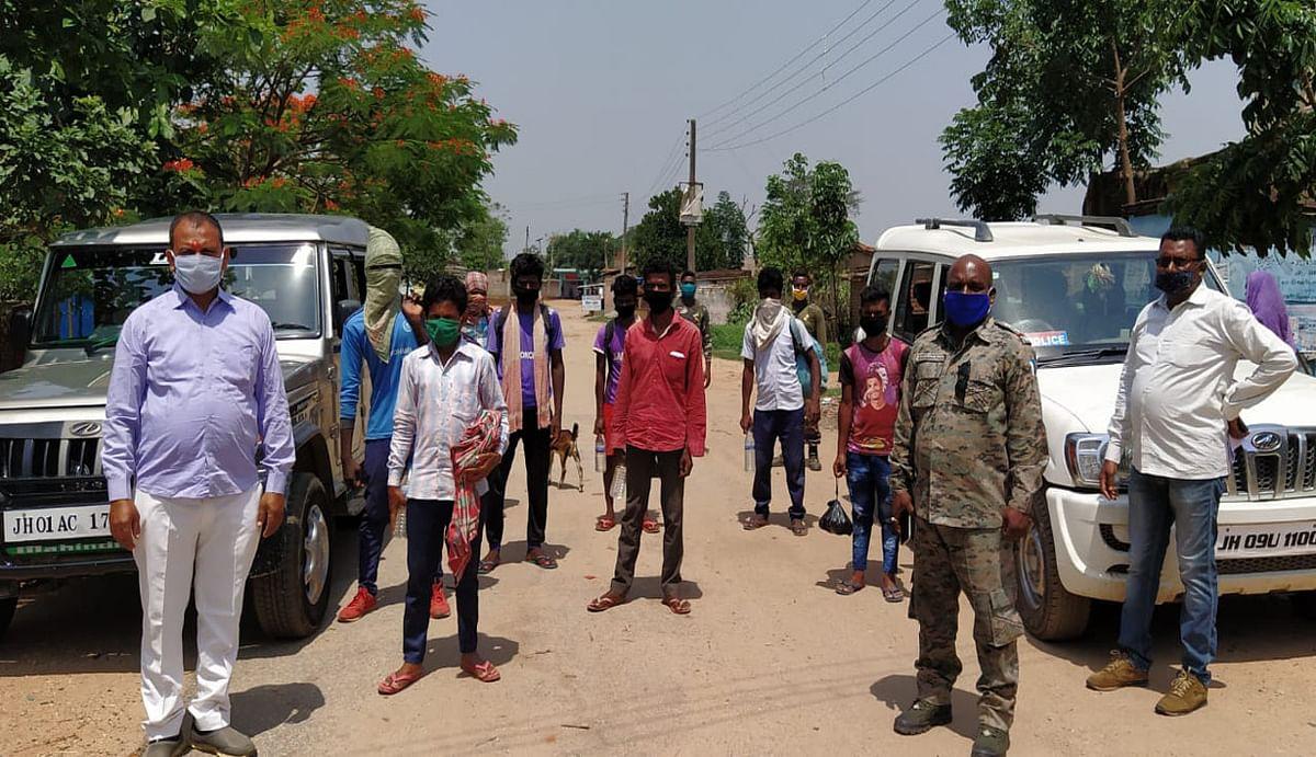 भूख से बेहाल 8 मजदूर ओड़िशा से पैदल चलकर पहुंचे महुआटांड़, पुलिस ने की वाहन से घर पहुंचाने की व्यवस्था