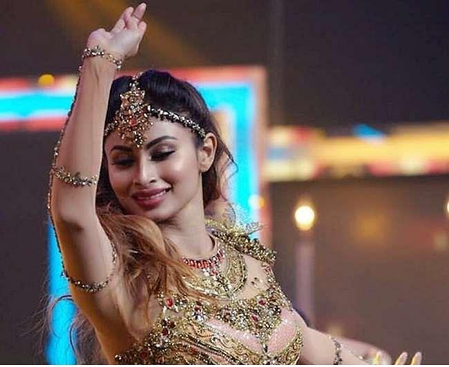 'सवार लूं' गाने पर Mouni Roy ने किया जबरदस्त डांस, वायरल हो रहे VIDEO से नहीं हटेगी नजर