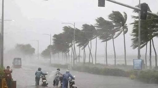 कुछ लोग इस वजह से तूफान में फंस गए, जिसके कारण उन लोगों को अपने गंतव्य स्थान पहुंचने में भारी परेशानी का सामना करना पड़ा.