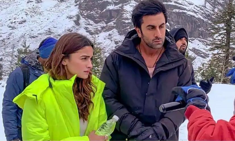 Lockdown में भी जारी रहेगा Ranbir Kapoor Alia Bhatt की फिल्म 'Brahmastra' का काम, निर्देशक ने लिया बड़ा फैसला!