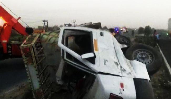 इटावा में ट्रक और पिकअप की टक्कर में छह किसानों की मौत, बेचने जा रहे थे सब्जी, CM योगी ने किया मुआवजे का एलान