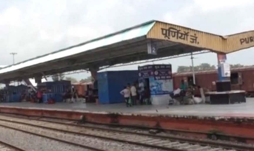 श्रमिक स्पेशल ट्रेन : प्रवासियों की घर वापसी जारी, कर्मनाशा और बंगलौर से पूर्णिया पहुंचे 1593 प्रवासी