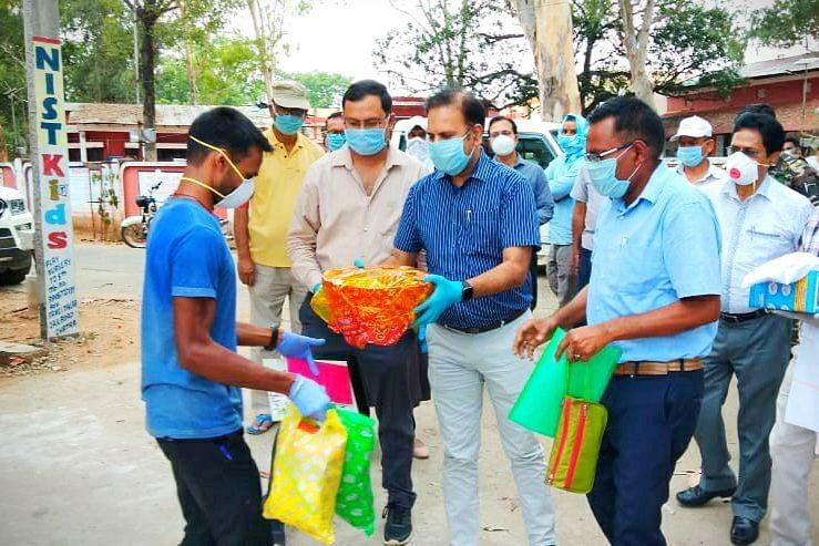 Coronavirus Lockdown Jharkhand LIVE Updates : श्रमिक स्पेशल ट्रेन से 1600 प्रवासी मजदूर व विद्यार्थी पहुंचे बोकारो, स्वास्थ्य जांच के बाद भेजे जा रहे हैं घर
