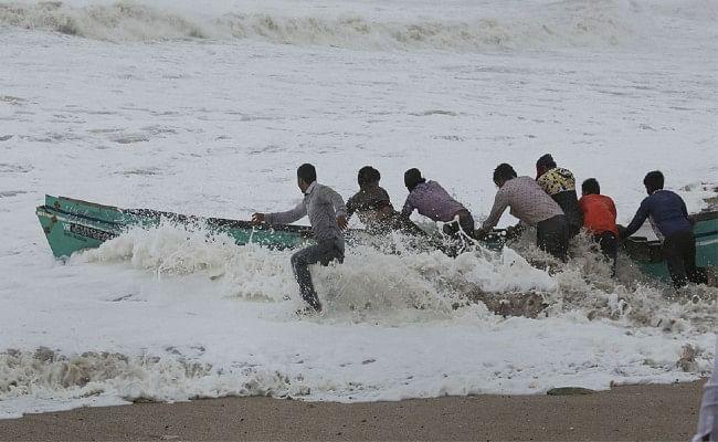 कोरोना संकट, अम्फान के बाद भारत की ओर बढ़ रहा एक और तूफान, अलर्ट जारी