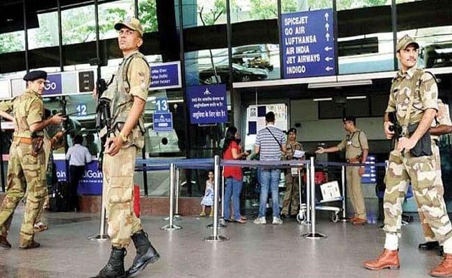 CISF के 35 जवान कोरोना पॉजिटिव पाए गए,जिनमें  11 मुंबई हवाई अड्डे पर थे तैनात