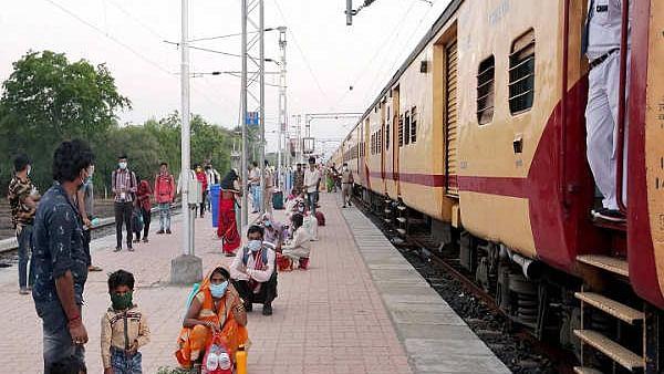 बिहार : ट्रेनों व बसों से लाये गये 21 लाख से अधिक प्रवासी