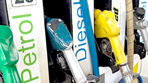 Dhanbad News: पेट्रोल के साथ डीजल भी लगा रहा शतक! पेट्रोल पहुंचा 100 के पार, 99.63 रुपये एक लीटर डीजल की कीमत