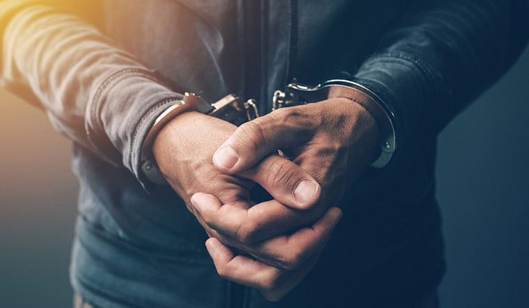 palamu news: चोरी की बाइक के साथ 4 अपराधी गिरफ्तार