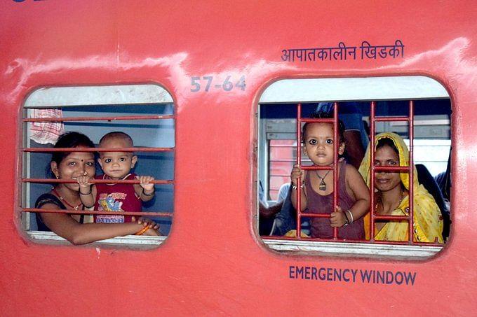 1,150 श्रमिक स्पेशल ट्रेन से करीब 15 लाख प्रवासियों के चेहरे पर लौटी मुस्कान, पहुंचे घर