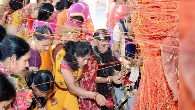 vat savitri 2020, katha: व्रत रखने वाली सुहागिनें जरूर पढ़ें वट सावित्री व्रत की कथा