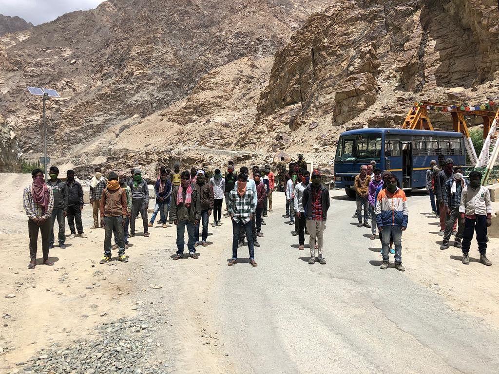 झारखंड के 60 प्रवासी श्रमिकों को लेह से आज एयरलिफ्ट करेगी हेमंत सोरेन की सरकार