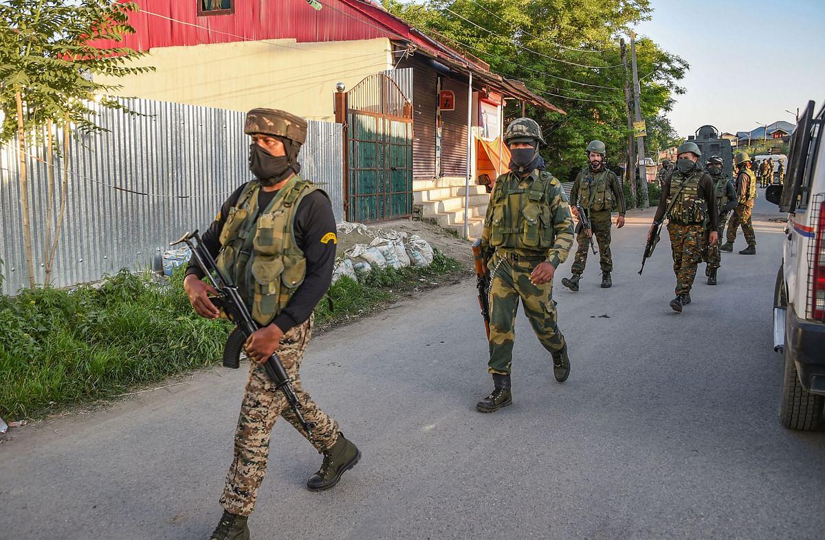 जम्मू-कश्मीर : पुलवामा में CRPF-पुलिस की संयुक्त टीम पर आतंकी हमला, एक जवान शहीद