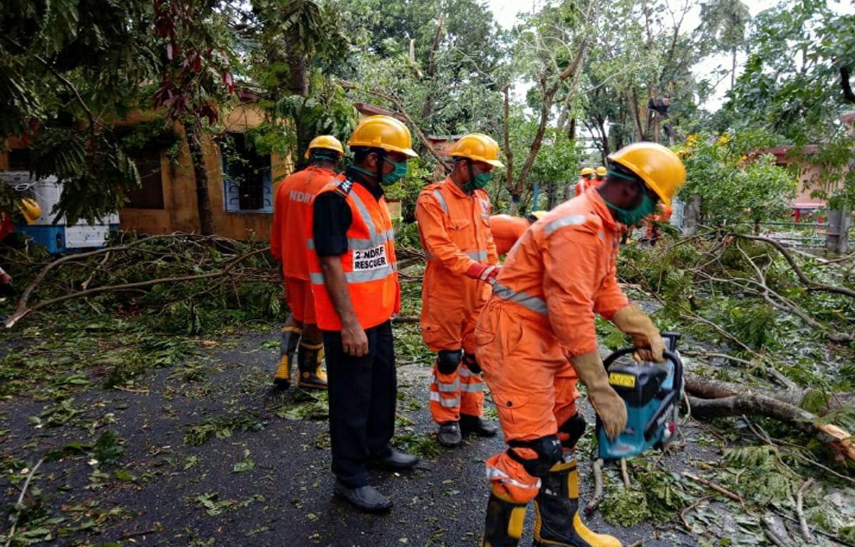 Cyclone Amphan effect : बंगाल सरकार ने स्थिति संभालने के लिए सेना से मांगी मदद, जल्द पहुंचेंगी एनडीआरएफ की 10 और टीमें