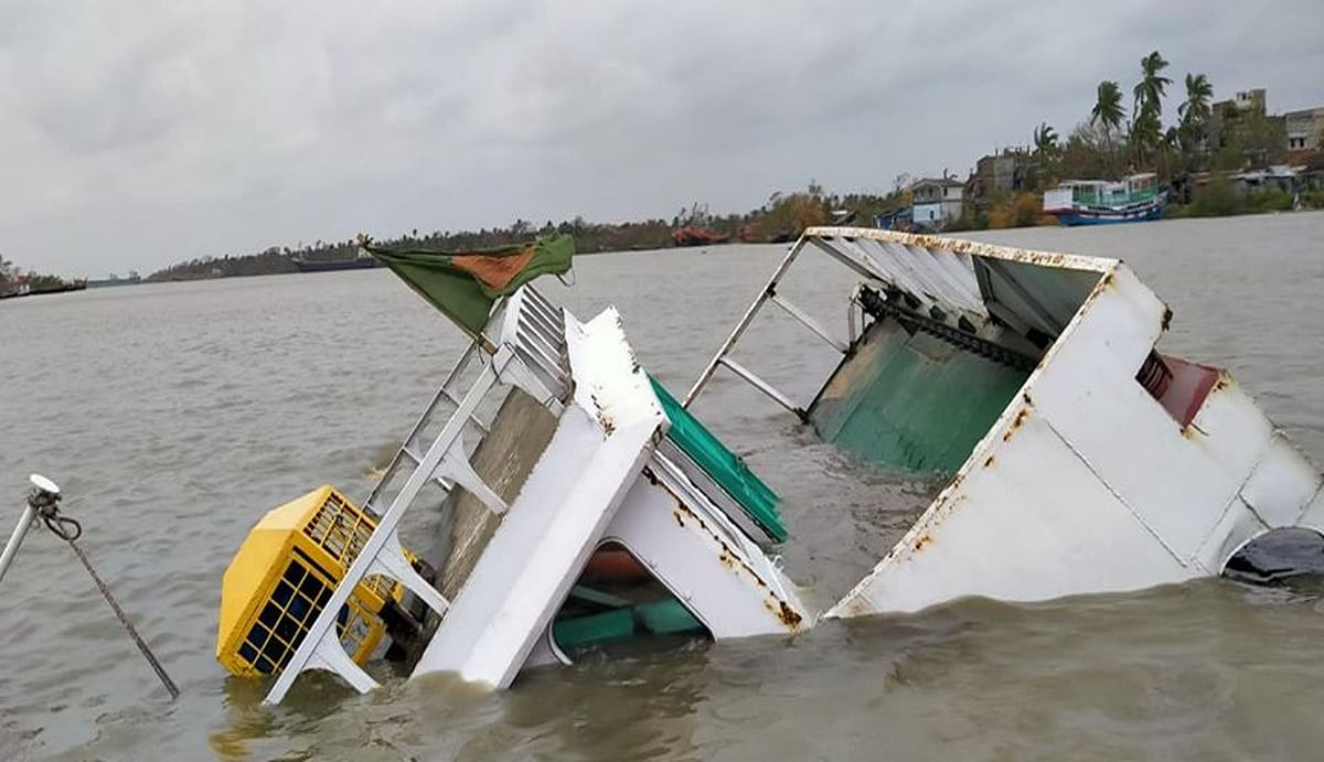 बांग्लादेशी जहाज पॉनटून जेटी से टकरा कर पानी में डूबा, कोई हताहत नहीं