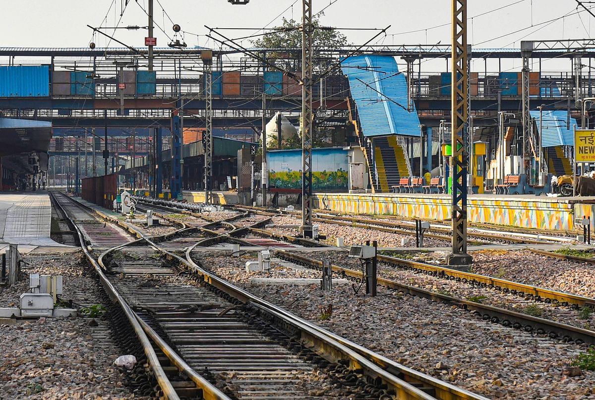 Railway News : जल्द पटरी पर होगी मुंबई की लाइफ लाइन, आम लोग भी कर सकेंगे सफर
