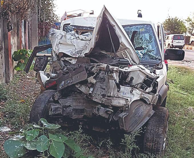 ईद मनाने बिहार से आ रहे थे बोकारो, सड़क हादसे में एक ही परिवार के दो लोगों की मौत, तीन घायल