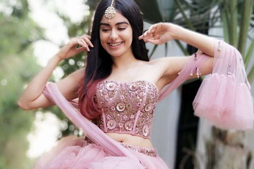 बॉलीवुड एक्ट्रेस अदा शर्मा आज अपना 28वां जन्मदिन मना रही हैं. अक्सर एक्ट्रेस सोशल मीडिया पर अपनी खूबसूरत तसवीरें फैंस के साथ शेयर करती रहती है. अपने यूनिक स्टाइल और लुक से सबके दिलों पर छा जाती है.