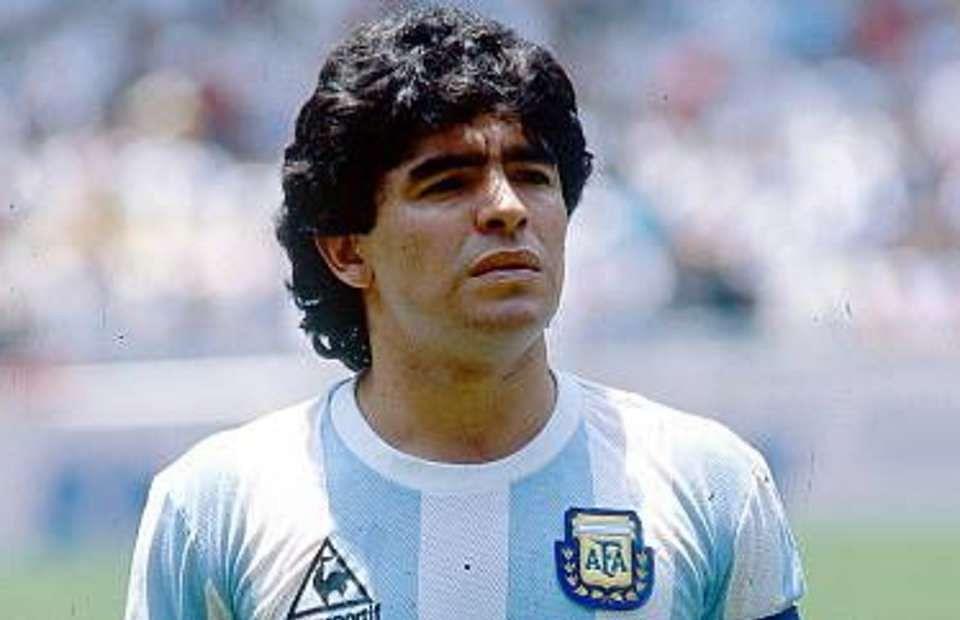 फुटबॉल के लीजेंड Diego Maradona का निधन