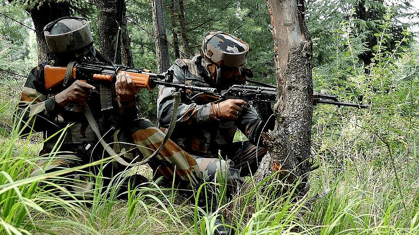 J&K: राजौरी में सुरक्षाबलों ने एक आंतकी को किया ढेर, सीमापार से गोलीबारी में एक जवान शहीद
