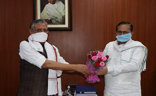 बिहार विधान परिषद : भाजपा नेता अवधेश नारायण सिंह ने कार्यकारी सभापति का पदभार संभाला, सुशील मोदी ने सीएम नीतीश को दिया धन्यवाद