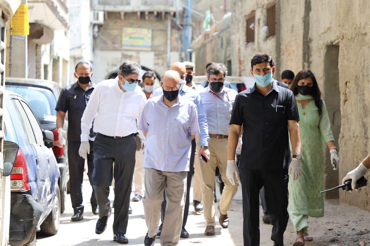 Coronavirus Outbreak : दिल्ली में एलजी और सीएम के बीच तकरार तेज, जानें क्या है मामला