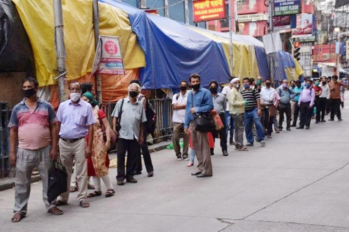 कोलकाता में नुकसान के चलते कई निजी बसें सड़कों से नदारद, यात्रियों की मुश्किलें बढ़ी