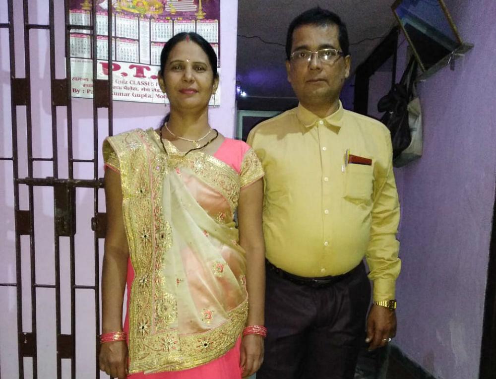 नाम बदलकर स्वास्थ्य विभाग में कर रहा है नौकरी, पत्नी ने अपने ही पति पर लगाया आरोप