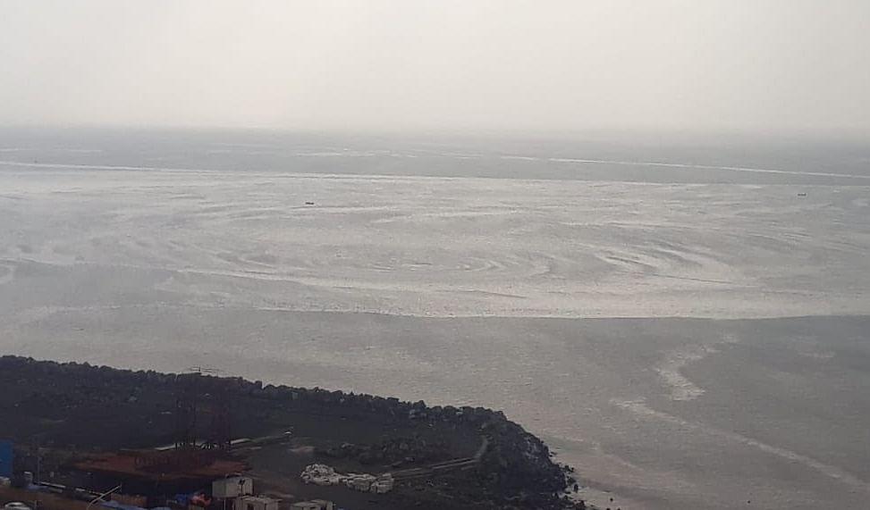 Cyclone Nisarga Live Updates, Video, Photos : 120 किमी/घंटा की रफ्तार से अगले एक घंटे में भारत से टकराएगा तूफान, जानिए लेटेस्ट अपडेट