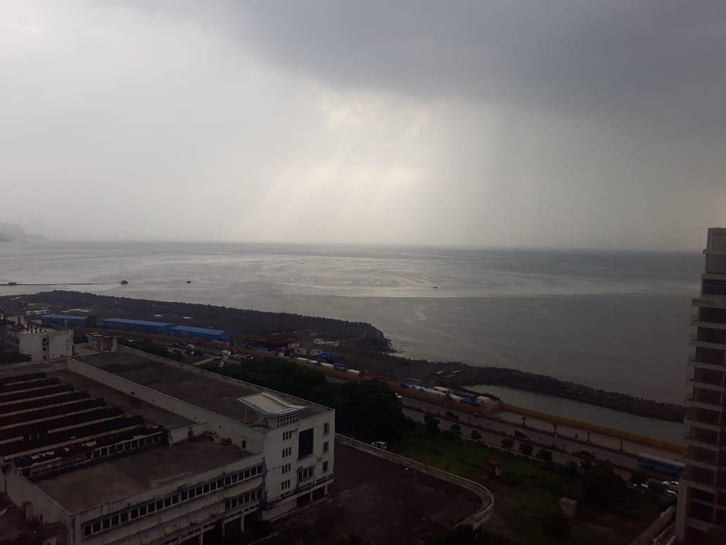Cyclone Nisarga, Weather Today LIVE Updates: मुंबई के उत्तरी तट से टकराएगा निसर्ग ! रेलवे ने पांच ट्रेनों की टाइमिंग बदली