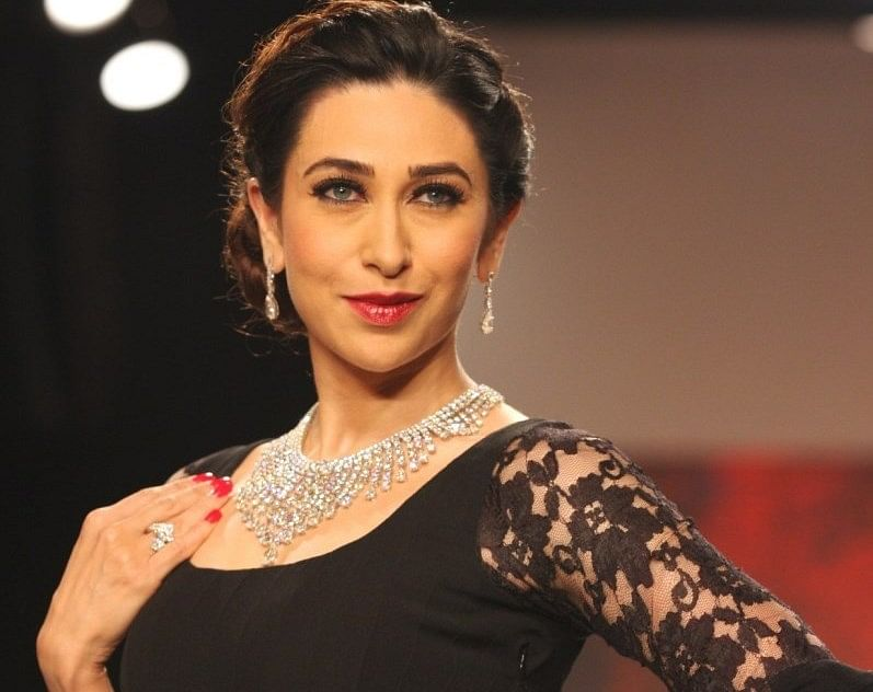 Karisma Kapoor B'day : करिश्मा कपूर के बर्थडे पर ये तसवीरें वायरल, करीना कपूर, सैफ अली खान के साथ खास है ये फोटोज