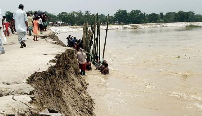 Flood in Bihar : खतरे के निशान से ऊपर बह रही महानंदा, गंगा, कोसी और बरंडी में उफान, बाढ़ का पानी निचले इलाके में फैला
