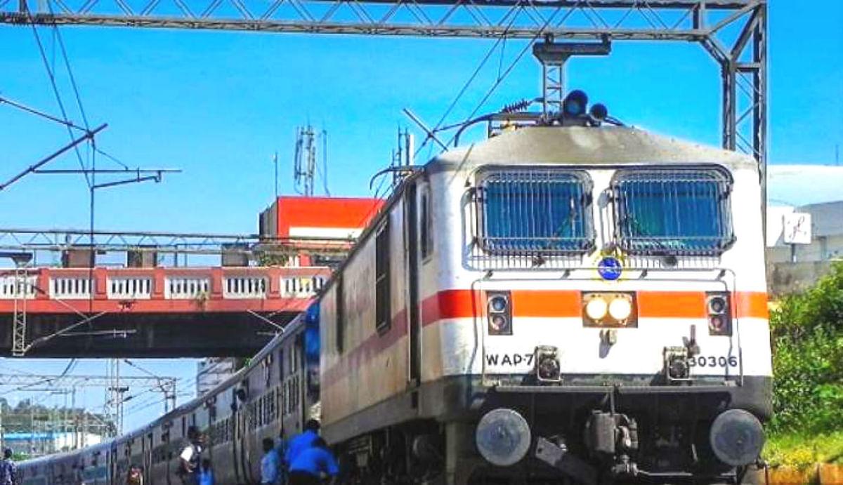 Indian Railways news : 12 अगस्त तक कौन-कौन सी ट्रेन रहेगी कैंसिल और कैसे मिल सकेगा रिफंड, क्या आप जानते हैं?