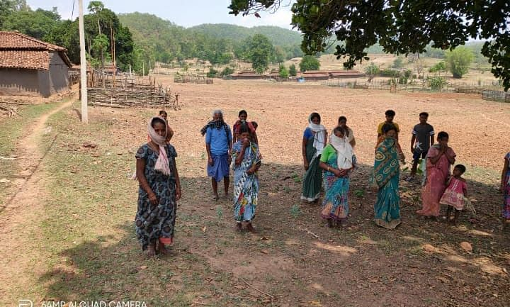 प्रभात खबर ग्राउंड रिपोर्ट : न बिजली-पानी और न चलने लायक सड़क, आदिवासी बहुल लोदापाठ गांव की कहानी