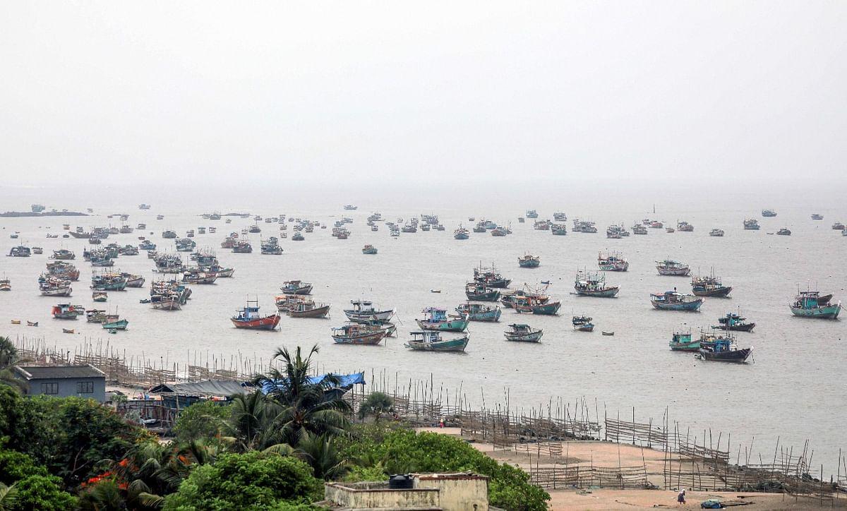 Cyclone Nisarga, Weather Today LIVE Updates: मुंबई के नजदीक आया निसर्ग, हवा की रफ्तार तेज, एनडीआरएफ अलर्ट पर