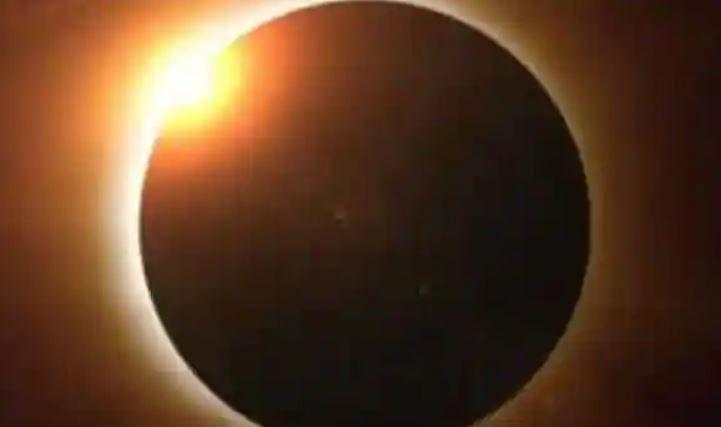 Surya Grahan 2020 Date, Timings in India: इस दिन लग रहा है इस साल का आखिरी सूर्य ग्रहण, जानें कब और किन जगहों पर देगा दिखाई...