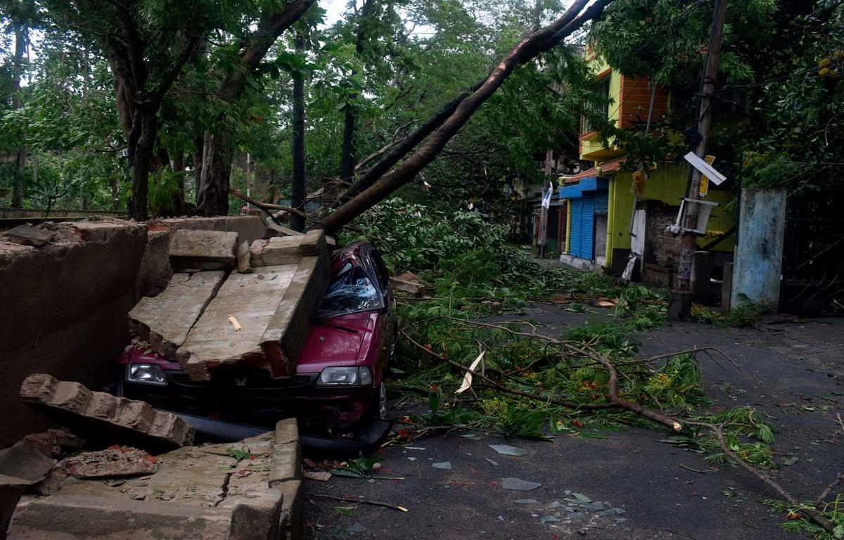 अम्फान तूफान से उत्पन्न स्थिति का आकलन करने पहुंची केंद्रीय टीम को ममता सरकार ने सौंपी रिपोर्ट, कहा- 1,02,442 करोड़ रुपये का हुआ नुकसान