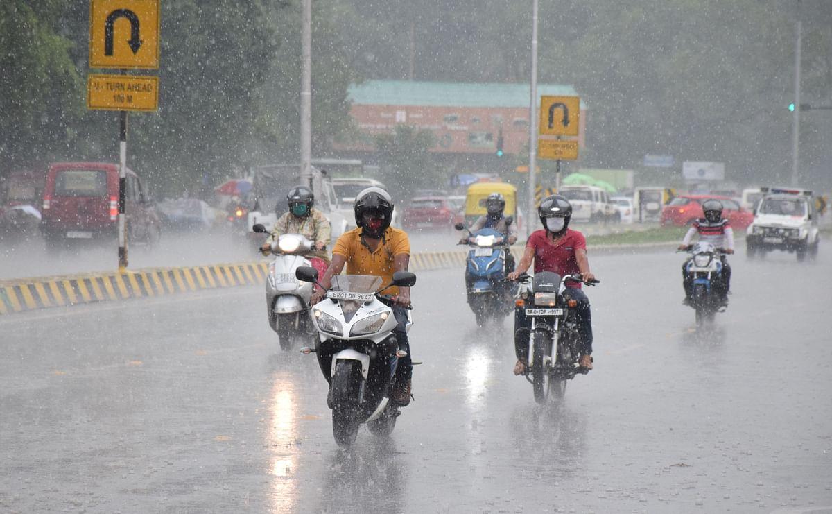 Bihar Weather, Flood LIVE Updates: बिहार के कई जिलों में आज भी भारी बारिश और वज्रपात के आसार